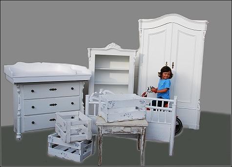 willkommen im babyzimmer-kinderzimmer- wickelkommoden-antik und